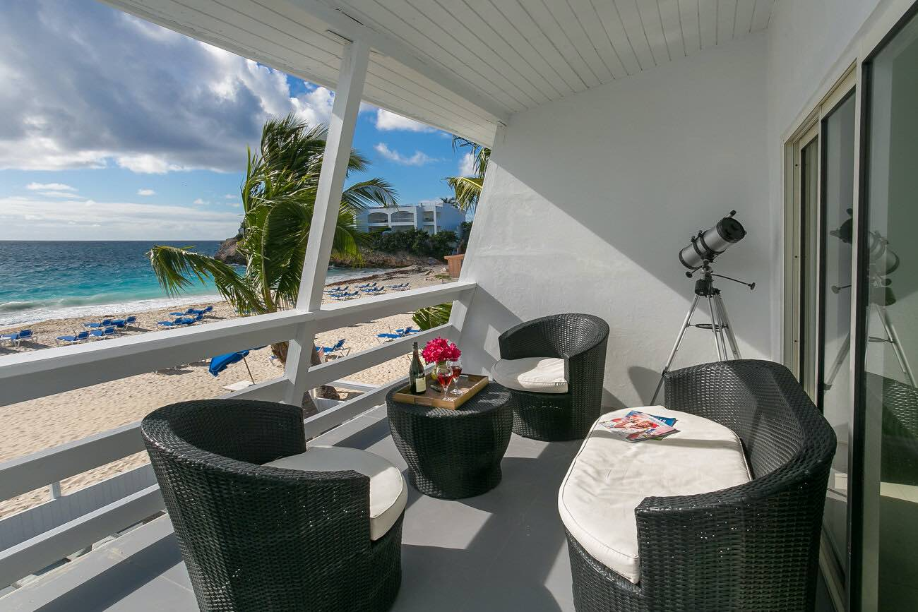 Boutique hotels in St Martin include El Zafiro with room and balcony overlooking the beach